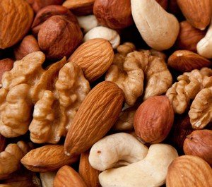 nuts lower cholesterol